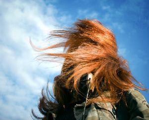 фото девушки рыжей со спины